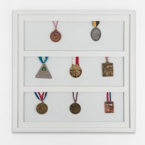 Marco para medallas 50x50 cm, blanco