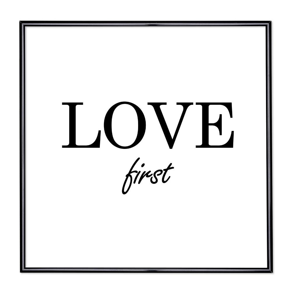 Marco con el lema - Love First