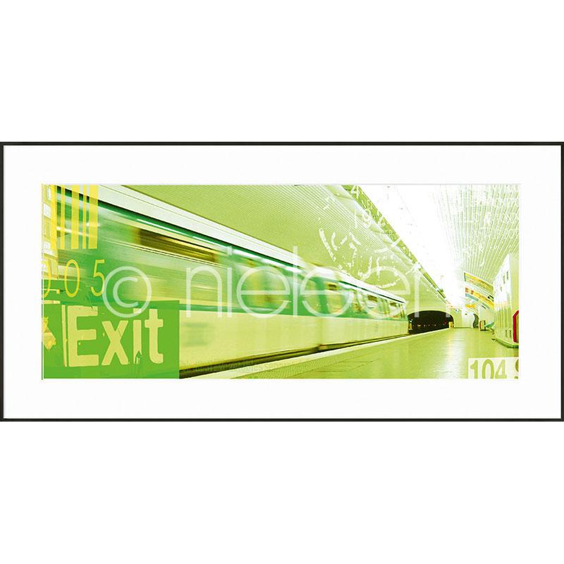 """Imagen con marco """"Metro Station Exit"""" con marco de alumino C2"""