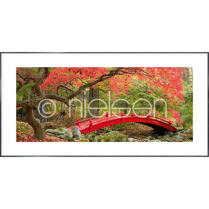 """Imagen con marco """"Bridge in red"""" con marco de alumino Alpha"""