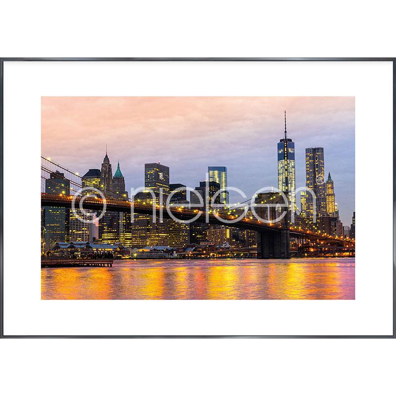 """Imagen con marco """"Brooklyn Bridge at Night"""" con marco de alumino Alpha"""