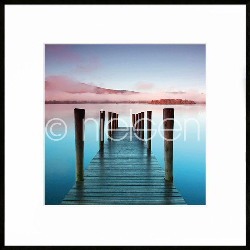 """Imagen con marco """"Footbridge blue and red"""" con marco de alumino C2"""