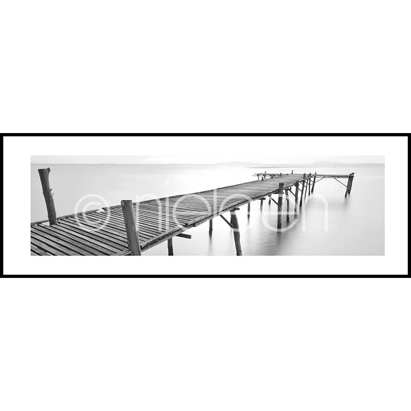 "Imagen con marco ""Footbridge black and white"" con marco de alumino C2"