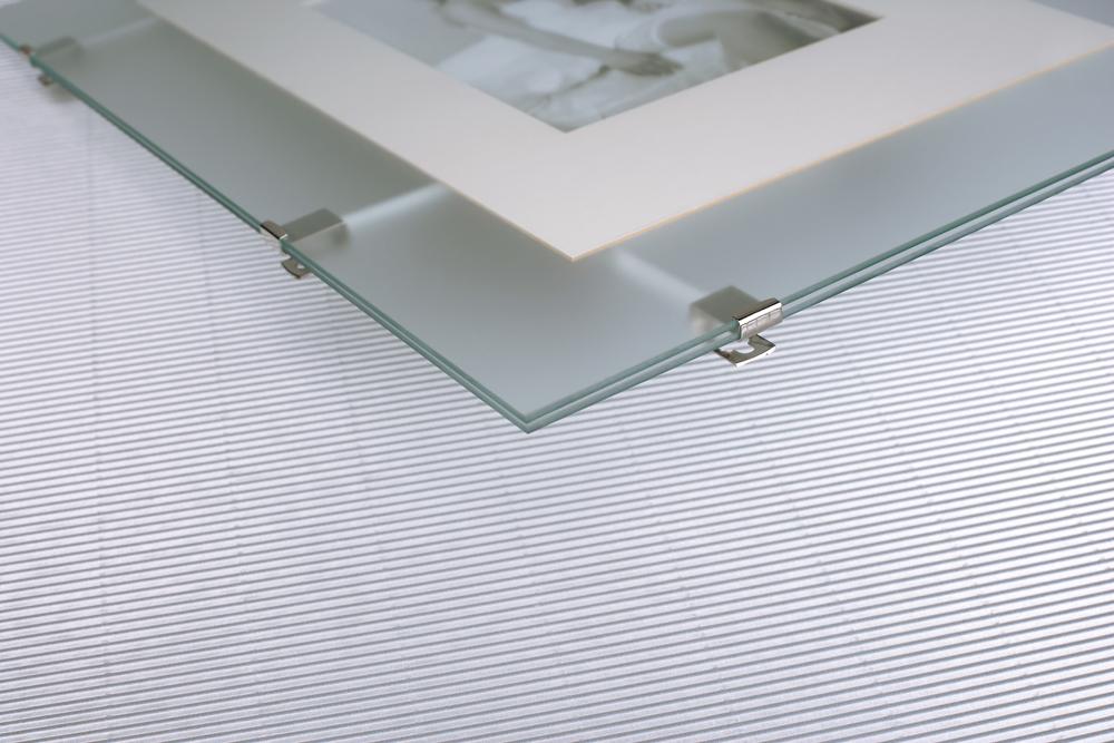 mira soporte para imagenes con vidrio doble. Black Bedroom Furniture Sets. Home Design Ideas